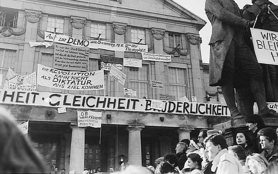 Demonstration am 19. November 1989 auf dem Theaterplatz (Foto: Walter Steiner / Stadtarchiv München)
